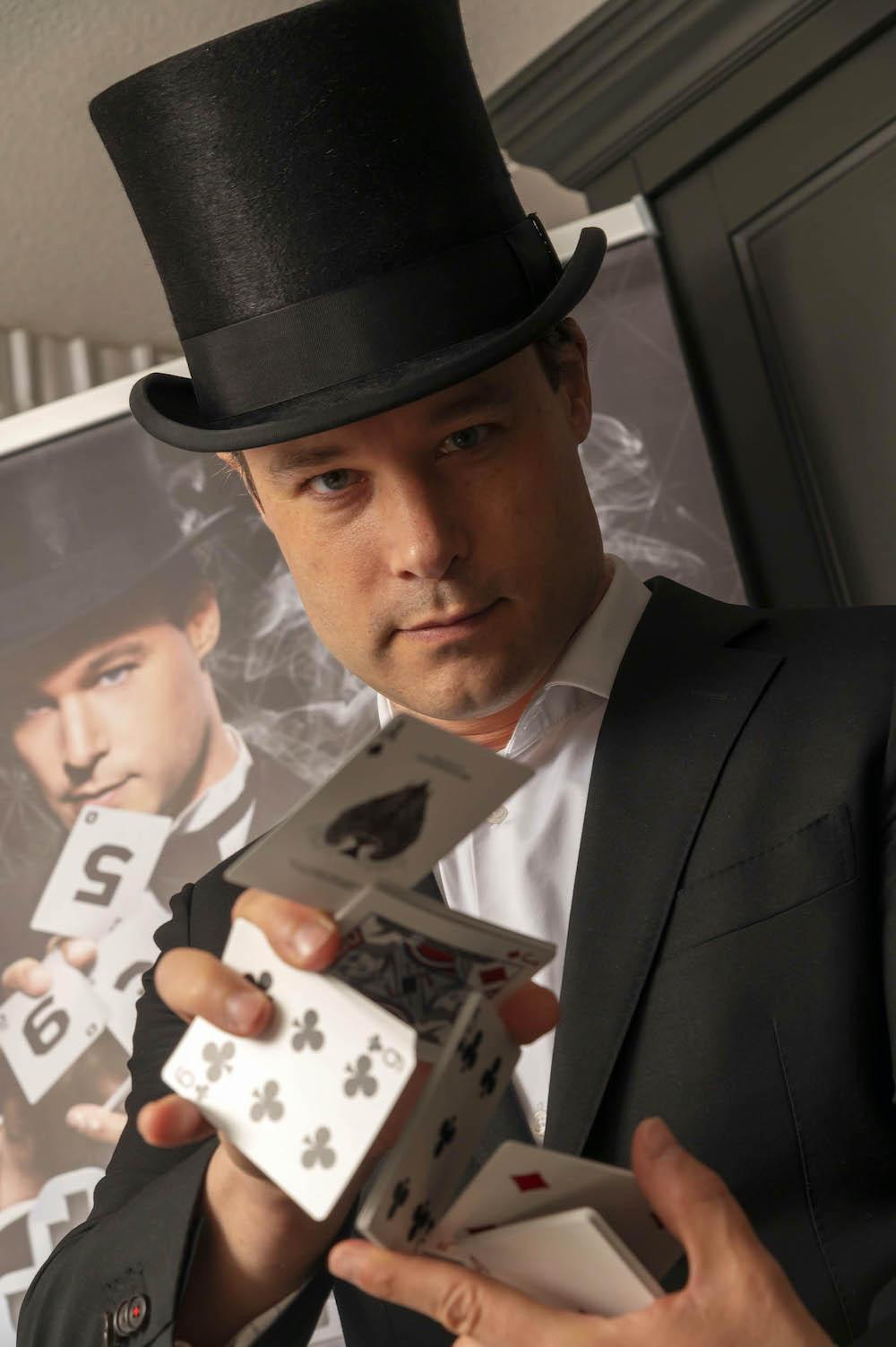 Goochelaar Jordi kaartenn