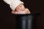 goochelaars baby in hoed